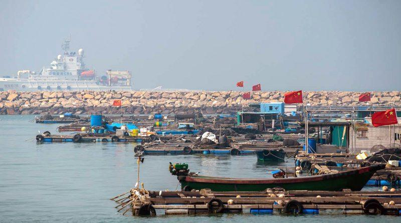 Cách nào để Trung Quốc uốn cong luật lệ ở Biển Đông